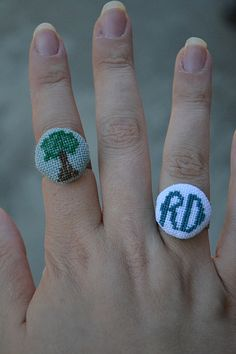 Cross-stitched rings. Innovative and adorable.