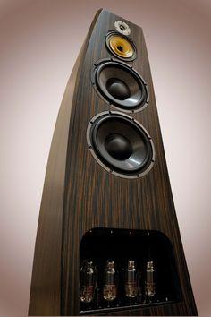 Acon Audio Ultima 4: des enceintes actives avec des tubes entre les orteils