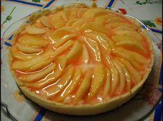 Receita de Torta de Maçã Diet - torta já assada com o creme, acrescentando as frutas. No caso das maçãs, elas foram descascadas e ficaram de molho em água com limão. Geléia...