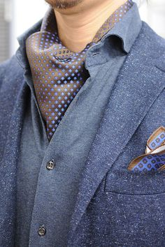 Using the Ascot tie, coordination of jacket style