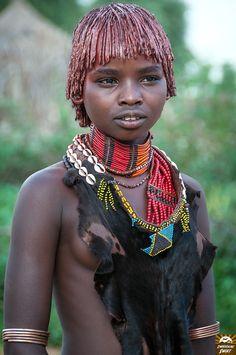 Dolina Omo w Etiopii. Turmi i wizyta w wiosce Hamerów Tribal People, Tribal Women, Afro, African Tribes, African Women, African Beauty, African Fashion, Tribal Fashion, India Linda