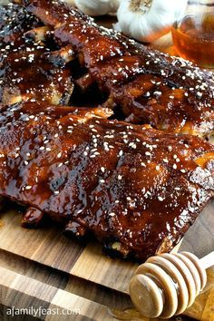 Slow Cooker Honey-Garlic Baby Back Ribs -. Slow Cooker Honey-Garlic Baby Back Ribs - Easy and super delicious! This will become your new favorite ribs recipe! Slow Cooker Ribs, Slow Cooked Meals, Slow Cooking, Crockpot Meals, Cooking Chef, Slow Cook Pork Ribs, Crock Pot Ribs, Cooking Tips, Crock Pots