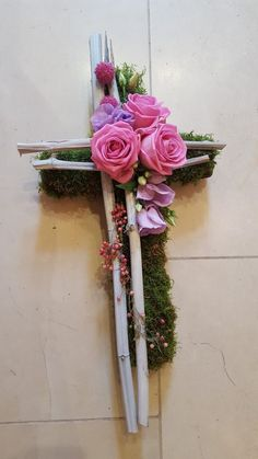 Grabschmuck Best Picture For funeral fotos For Your Taste You are looking for something, and it is going to tell you exactly what you are looking for, and you didn't find that picture. Church Flowers, Funeral Flowers, Fleurs Toussaint, Cemetery Decorations, Funeral Flower Arrangements, Cemetery Flowers, Sympathy Flowers, Arte Floral, Drawing Flowers