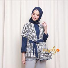 Batik Fashion, Abaya Fashion, Muslim Fashion, Fashion Outfits, Batik Kebaya, Batik Dress, Blouse Batik Modern, Batik Muslim, Dress Batik Kombinasi