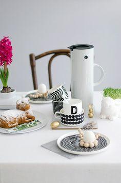Easter brunch table decorations and Marimekko tableware | Osterlamm vegan + Stelton Give Away