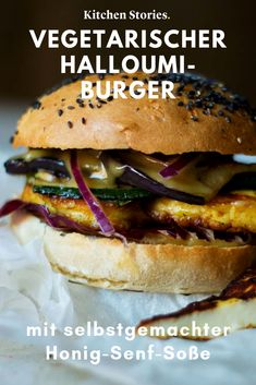 Juicy Halloumi burger with honey mustard sauce Kitchen Stori .- This vegetarian # halloumi burger with a hearty, homemade # honey # mustard # sauce will be the highlight at your next # barbecue party! With our recipe, you can easily make the - Barbecue Sauce Recipes, Grilling Recipes, Crockpot Recipes, Chicken Recipes, Bbq Sauces, Homemade Honey Mustard, Honey Mustard Sauce, Hamburger Vegetarien, Halloumi Burger