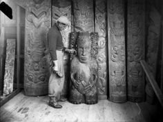 Pine Taiapa standing with items of Maori wood carvings (probably his own work) for the Kahungunu Meeting House in Nuhaka. Photograph taken circa by an unidentified photographer. Polynesian People, Polynesian Art, Wood Carving Art, Wood Carvings, Wood Art, Wood Sculpture, Sculptures, Garden Sculpture, Maori Patterns