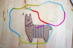 How to Weave an Adorable Cardboard Llama- Such a fun and easy way to introduce weaving to kids Classroom Art Projects, School Art Projects, Art Classroom, Projects For Kids, Crafts For Kids, Arts And Crafts, Teen Crafts, Weaving For Kids, Weaving Projects