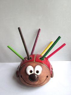 Stojánek+na+tužky+-+beruška+Velikost:+cca+13+cm.+Stojánek+na+max.+7+tužek.
