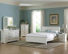 Check Out 25 White Bedroom Furniture Design Ideas. When comes to bedroom furniture, white bedroom furniture has always been a favorite. It's so easy to create a sense of calm and tranquility with white. Bedroom Dresser Sets, White Bedroom Chair, Bedroom Furniture Design, White Furniture, Bedroom Table, Bedroom Ideas, Furniture Layout, Dresser Bed, Furniture Ideas
