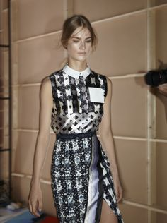 Peter Pilotto's starched white collar & neat shirt pocket set off their monochrome print #LFW #BestofBackstage