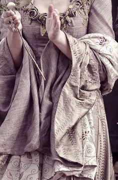 Embroidery details of the grey dress with roses ~ Sansa Stark on Game Of Thrones Color Mauve, Color Lila, Narnia, Larp, Maleficarum, Grey Gown, Margaery Tyrell, My Sun And Stars, Sansa Stark