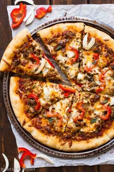 Spicy Sausage Pizza Skip take-out pizza and make it at home instead! Spicy Sausage Pizza is loaded with so much flavor that will be a hit wi. Mushroom Pizza Recipes, White Pizza Recipes, Sausage Pizza Recipe, Spicy Sausage, Pizza Legal, Pizza Facil, Spicy Pizza, Pain Pizza, Best Homemade Pizza