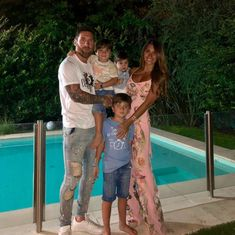 Lionel Messi with his Family! Spain National Football Team, Argentina Football Team, Argentina Team, Argentina National Team, Messi And His Wife, Lionel Messi Wife, Real Madrid, Book Cover Background, Boyfriends