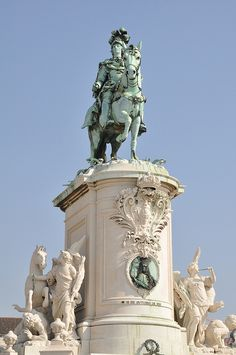 All sizes | Statue of King José I, via Flickr.