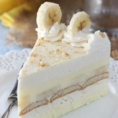 This Banana Pudding Icebox Cake is no bake, delicious and perfect for summer! It's a thicker, more fancy-looking version of banana pudding and it's the hubs' new favorite dessert. christmas make,no bake desserts Frozen Desserts, No Bake Desserts, Easy Desserts, Delicious Desserts, Dessert Recipes, Trifle Desserts, Icebox Desserts, Summer Cake Recipes, Summer Cakes