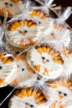 Adorable Turkey Cookies. Perfect after dinner treats when you're a little too full for desserts. Thanksgiving Treats