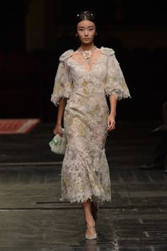 See all the Dolce & Gabbana Alta Moda Haute couture Spring/Summer 2016 photos on Vogue. Fashion Week, Runway Fashion, Fashion Show, Style Couture, Haute Couture Fashion, Vogue Paris, Vogue Portugal, Collection Couture, Evolution Of Fashion