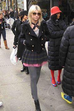 S in Fashion Avenue: Jenny Humphrey style Gossip Girl Outfits, Gossip Girl Fashion, Cute Fashion, Outfits For Teens, Cute Outfits, Estilo Gossip Girl, Blair And Serena, Jenny Humphrey, Korea