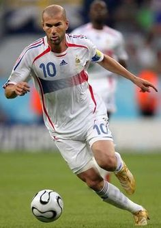 Popularly nicknamed Zizou, he is a French former football midfielder. His career accomplishments include winning the 1998 FIFA World Cup and Euro in addition to the 2002 UEFA Champions League. French Soccer Players, Good Soccer Players, Football Players, Zinedine Zidane, World Football, Football Soccer, Legends Football, Football Icon, American Football