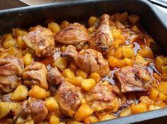 Tepsis csirke burgonyával, csodás szósszal, fejedelmi főétel gyorsan a sütőből! - MindenegybenBlog