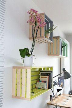 Regal  aus Paletten  oder Kisten  Arbeitsplatz  zu Hause