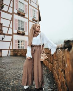 Love the combination Modern Hijab Fashion, Street Hijab Fashion, Hijab Fashion Inspiration, Muslim Fashion, Modest Fashion, Fashion Outfits, Hijab Style, Casual Hijab Outfit, Hijab Chic