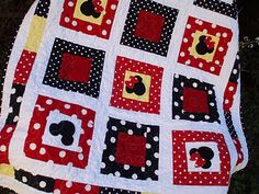 Mickey Mouse Comforter Set Mickey And Minnie Mouse Quilt Kaye Milligan You Mickey Mouse Comforter Set Full Mickey Mouse Bedding Set King Size Disney Diy, Disney Crafts, Baby Disney, Disney Ideas, Disney Mickey Mouse, Mickey Mouse Quilt, Quilt Baby, Quilting Projects, Sewing Projects