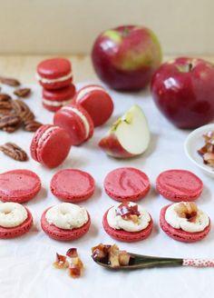 Spiced Pecan Macarons with Caramelized Apple Buttercream - Food Nouveau - elea Cookie Recipes, Dessert Recipes, Xmas Recipes, Pecan Recipes, Just Desserts, Delicious Desserts, Macaroon Cookies, Macaron Cake, Caramelised Apples