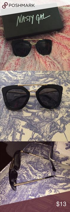 Nasty Gal SUNNIES! 🌞 Nasty Gal SUNNIES! Get ready for spring and summer with these sunglasses! Purchased from nasty gal and will come with the box. In good condition! Black with gold accents! Very flattering! Nasty Gal Accessories Sunglasses