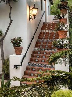 We collect some good courtyard design ideas for you. You can choose one of the most suitable courtyard design ideas. Hacienda Style Homes, Mediterranean Style Homes, Spanish Style Homes, Spanish Revival, Spanish Style Bathrooms, Spanish House Design, Spanish Bedroom, Hacienda Decor, Spanish Colonial Homes