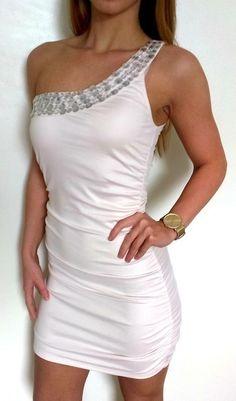 6d4762bbc313 Krásné bílé letní šaty s kamínky na jedno rameno - vinted.cz