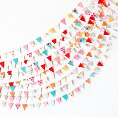 Stylish triangle paper garland for parties. Circle Garland, Bunting Garland, Diy Garland, Garland Wedding, Diy Wedding Decorations, Paper Garlands, Wedding Backdrops, Paper Decorations, Bridal Shower