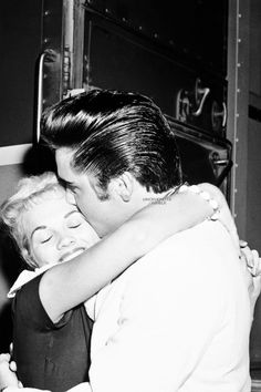 Elvis Presley ♔Elvis Presley embraces Anita Wood, 19-year-old Memphis television personality, as he prepared to board a train at Central Station in Memphis, Tennessee on August 29, 1957.