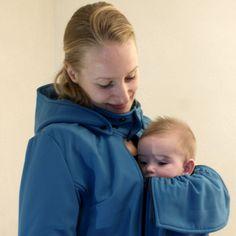 Blue Softshell Babywearing Coat avialable in our Minomana® Webshop now. Fair trade Handmade Dutch design babywearing coats produced in Barcelona. Maternity Jacket, Softshell, Happy Baby, Baby Wearing, How To Wear, Coats, Fashion, Jackets, Blue