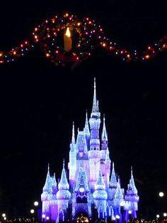 A Disney World christmas :)