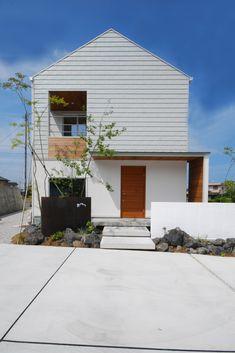 Minimalist House Design, Minimalist Architecture, Architecture Plan, Japanese Home Design, Japanese Style House, Small Buildings, Modern Buildings, House Roof, Facade House
