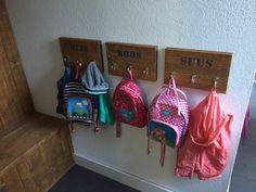 binnenkijken bij mariekev - Kinderkapstok Home Organisation, Mudroom, Woodworking Projects, Sweet Home, Interior Design, Kids, House, Inspiration, Porch Ideas