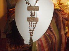 Collar realizado con piezas antiguas en cuarzo rosa y cristales color bronce