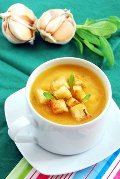 Zupa na przeziębienie (soup with garlic, ginger, chili and fresh sage; Soup Recipes, Vegan Recipes, Cooking Recipes, Soups And Stews, Food Photography, Good Food, Food And Drink, Healthy Eating, Dinner