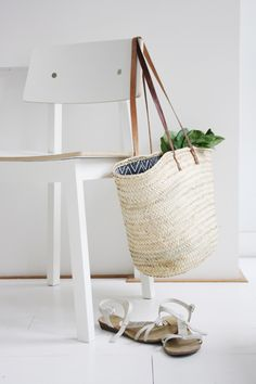 Easy DIY: Lined Wicker Summer Market Tote http://decor8blog.com/2013/06/20/easy-diy-lined-wicker-summer-market-tote/ by Holly Marder for decor8