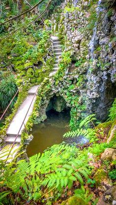 Le superbe Lac des Cascades dans la Quinta da Regaleira à Sintra