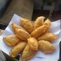 kulit pastel gurih dan renyah by Read Indonesian Desserts, Indonesian Food, Savory Snacks, Snack Recipes, Cooking Recipes, Curry Puff Recipe, Malay Food, Best Appetizers, Breakfast Appetizers