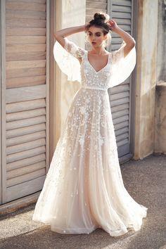 Düğününde nasıl bir gelinlik giymelisin? Karar vermeden önce 2019'un trend gelinlik modellerine bir göz atmalısın.
