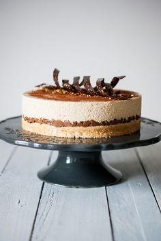 chocolatier Valrhona: un chocolat blond au goût caramélisé et biscuité. Flan, Just Desserts, Delicious Desserts, Cheesecake Recipes, Dessert Recipes, Ganache, Thermomix Desserts, Almond Joy, Sweet Pastries