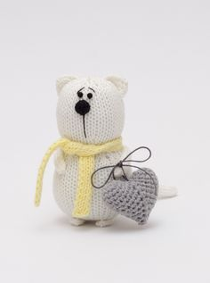 Knitted cat with hart of love / knitted cat / knitted toys