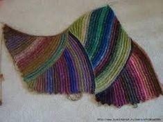 It is a website for handmade creations,with free patterns for croshet and knitting , in many techniques & designs. Crochet Shawl, Knit Crochet, Knitting Stitches, Knitting Patterns, Macrame Art, Handicraft, Bunt, Diy Design, Free Pattern