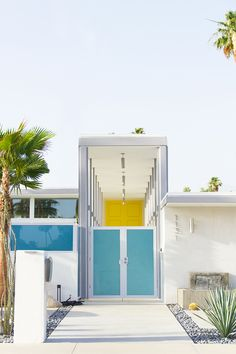 Architecture inspiration: Perfect mid-century architecture examples in Palm Springs, California Spring Architecture, Modern Architecture, Modern Landscape Design, Modern Landscaping, Backyard Landscaping, Modern Exterior, Exterior Design, Palm Springs Style, Modernisme