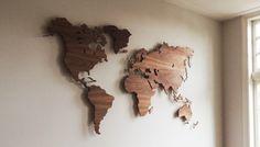 In de uitvoering kan gekozen worden uit verschillende houtsoorten, waarbij Amerikaans notenhout en eiken de meest gebruikte zijn. Deze houten wereldkaart hangt enkele centimeters van de wand af, waardoor er een prachtig schaduweffect ontstaat. Het bevestigen van de Wooden MyWorld© is heel eenvoudig door de duidelijke bijgeleverde instructies. Bestel hier. 1360,- 180x110 MyWorld© is een houten wandkaart van de wereld, ontworpen door DailyLiving atelier en leverbaar in diverse houtsoorten.