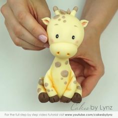 Fondant Giraffe, Giraffe Cakes, Safari Cakes, Fondant Cat, Giraffe Birthday Cakes, Fondant Flower Tutorial, Cake Topper Tutorial, Fondant Animals Tutorial, Fondant Figures Tutorial